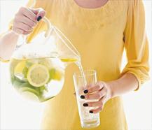 Вода с лимонов, польза и влияние на организм?