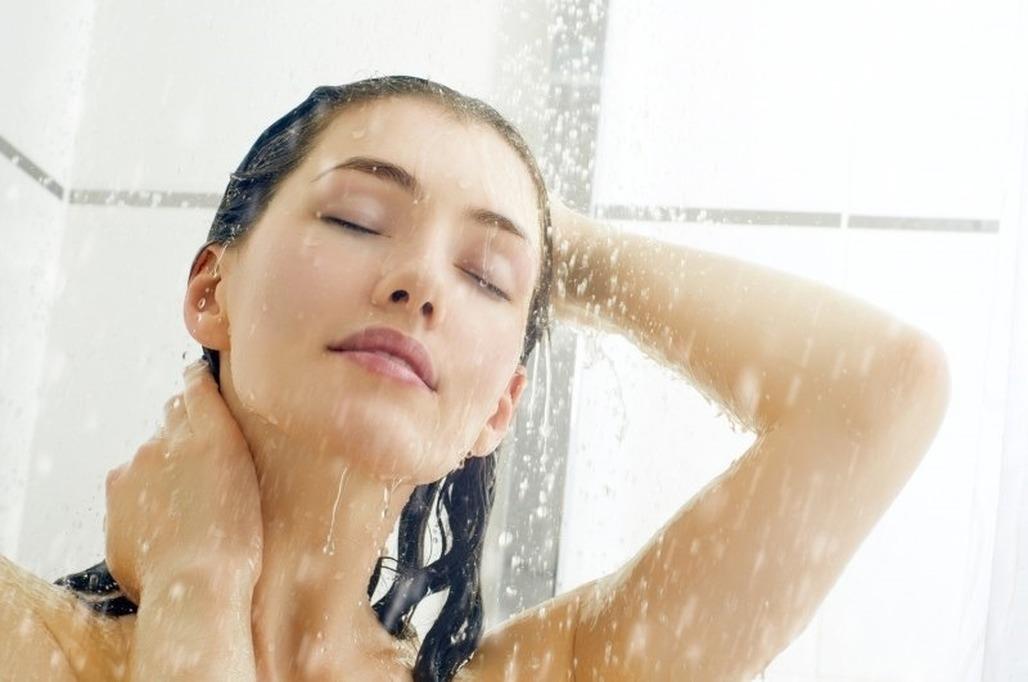 фото женщина моется